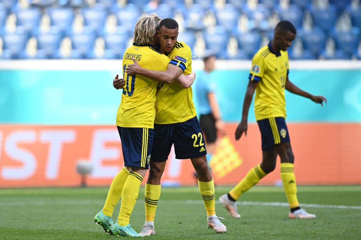 Swedia membuka asa melaju ke babak 16 besar Piala Eropa 2020 setelah menjungkalkan Slovakia. Foto: Twitter/Euro2020
