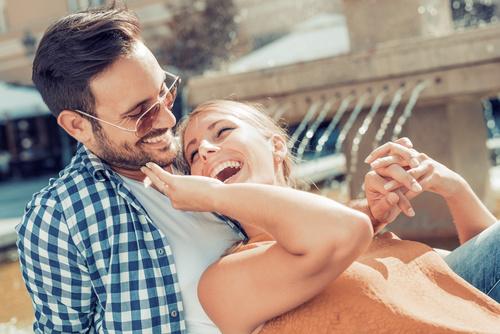 Jangan Diam, Dekati Pria Idamanmu dengan 5 Cara Mudah Ini
