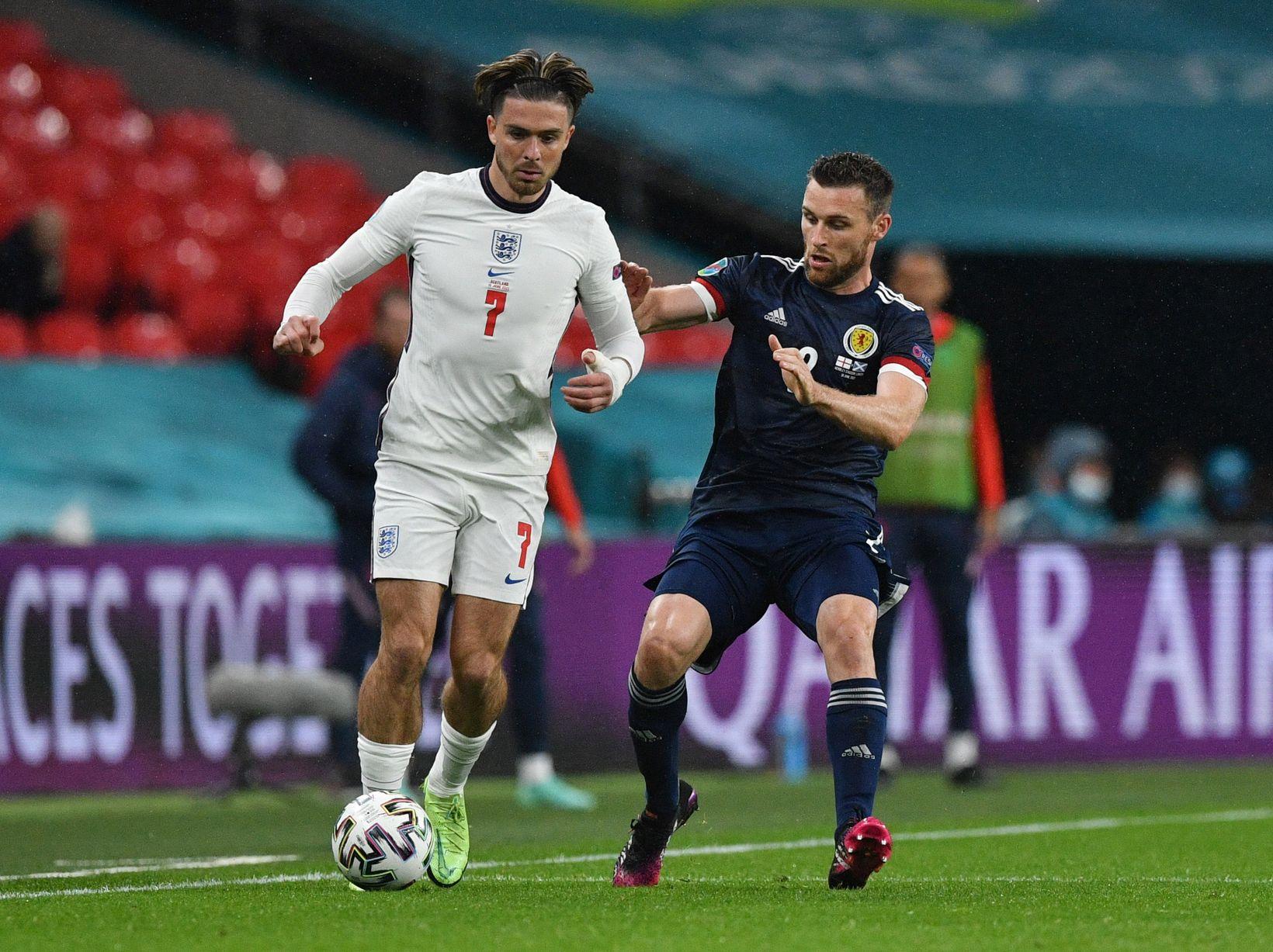 Momen pertandingan Inggris vs Skotlandia di Piala Eropa 2020. (foto: Reuters)