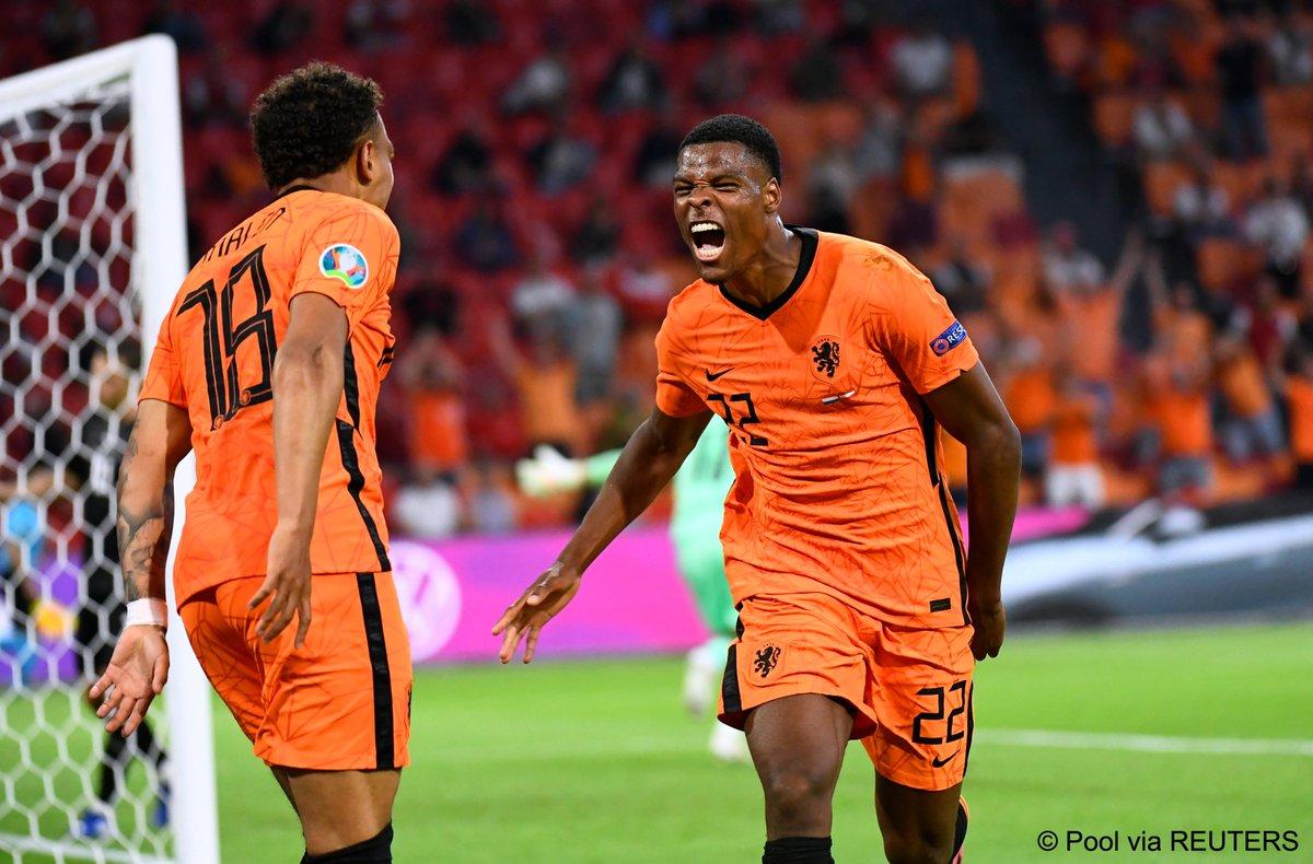 Usai membuat timnas Belanda kian mengerikan di Piala Eropa 2020, Denzel Dumfries menjadi incaran klub-klub papan atas. (foto: Reuters)
