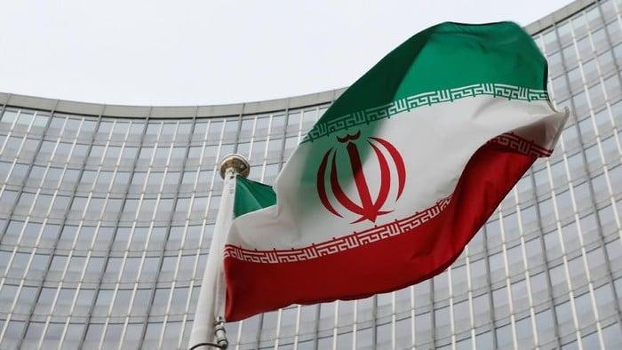 Bendera Iran. Foto: Reuters/Leonhard Foeger/File Photo.