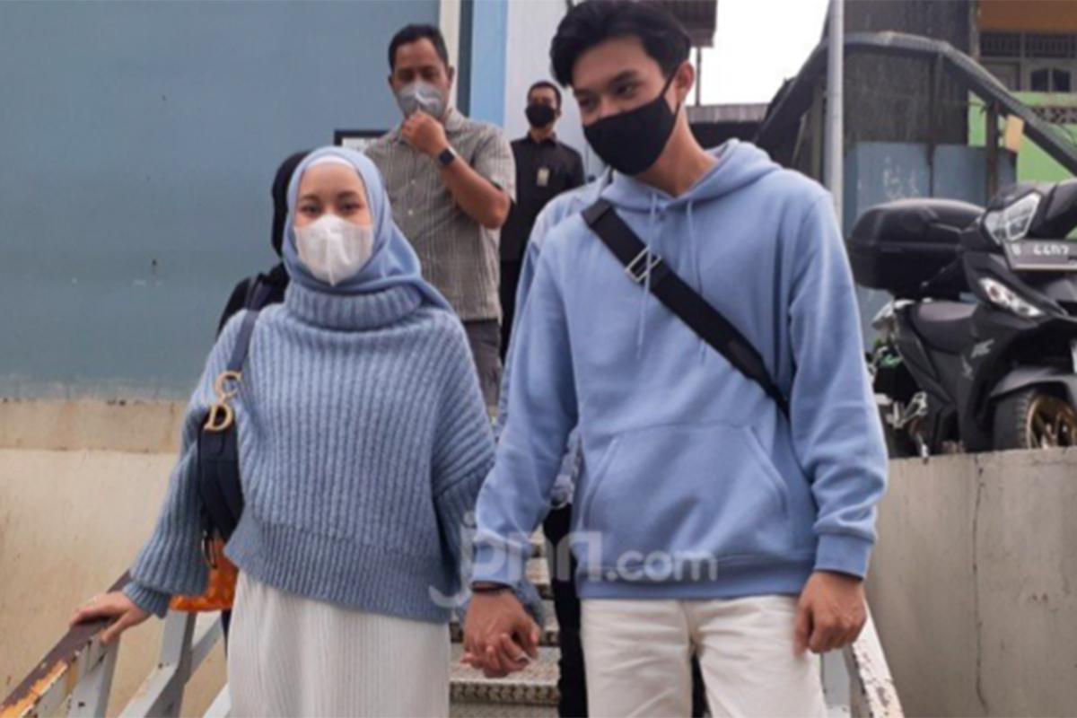 Dinda Hauw dan Rey Mbayang. Foto: Firda Junita/JPNN.com
