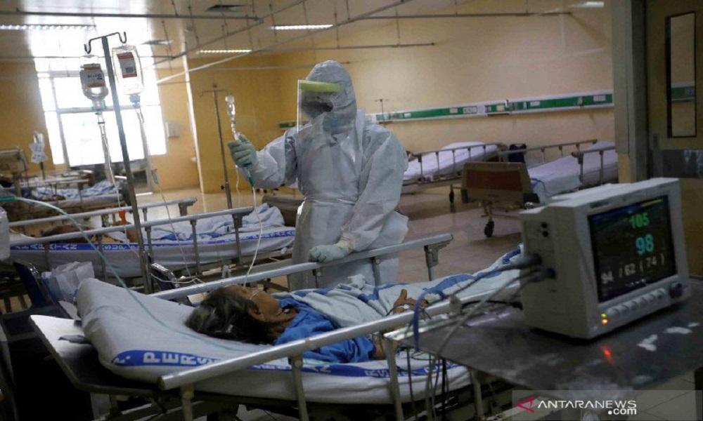 Lonjakan pasien covid-10 di rumah sakit. FOTO: Antara