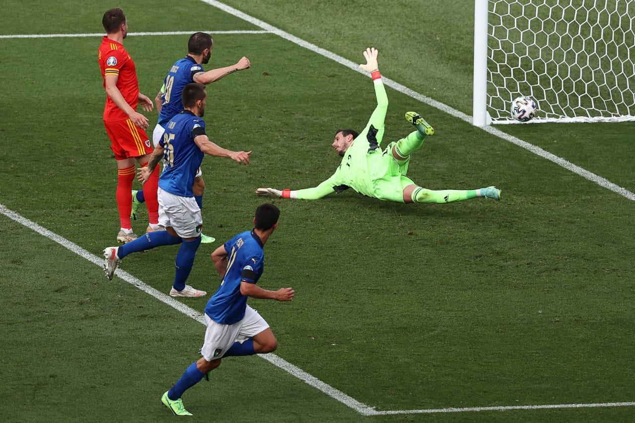 Momen pertandingan Italia vs Wales di Piala Eropa 2020. (foto: Twitter Azzuri)