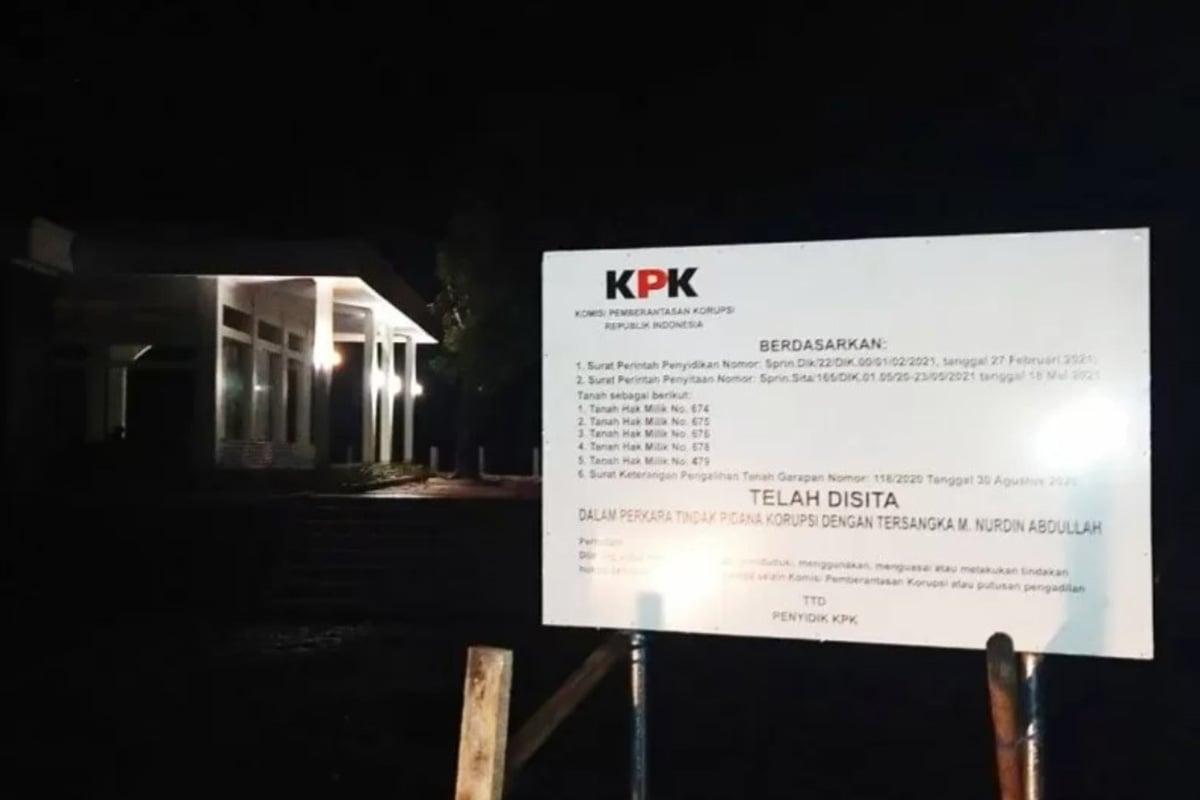 Bangunan Masjid Disita KPK, Warga: Sudah Dipakai Salat!