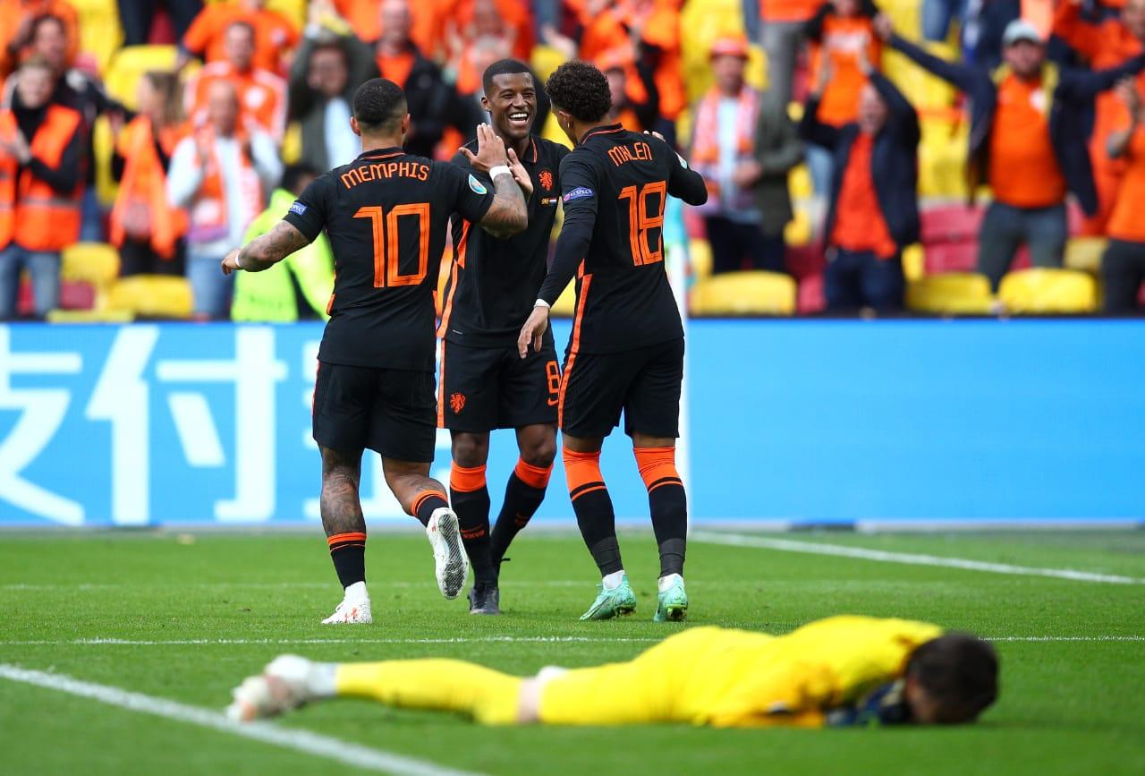 Selebrasi Wijnaldum dalam laga Makedonia Utara vs Belanda di Piala Eropa 2020. (foto: Twitter Euro 2020)