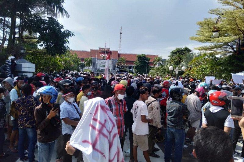 Presiden Joko Widodo memberi titah lanjutan kepada TNI dan Polri untuk mengamankan keadaan usai covid-19 kembali meledak. (Foto: ANTARA)