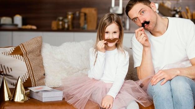 ilustrasi ayah dan anak perempuannya. foto: freepik