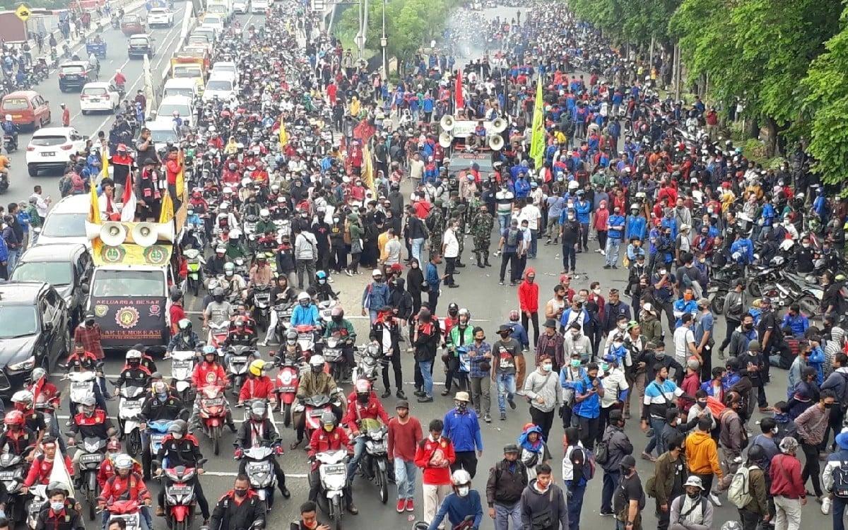 2 Penyelamat Bangsa Indonesia dari Wacana Presiden 3 Periode