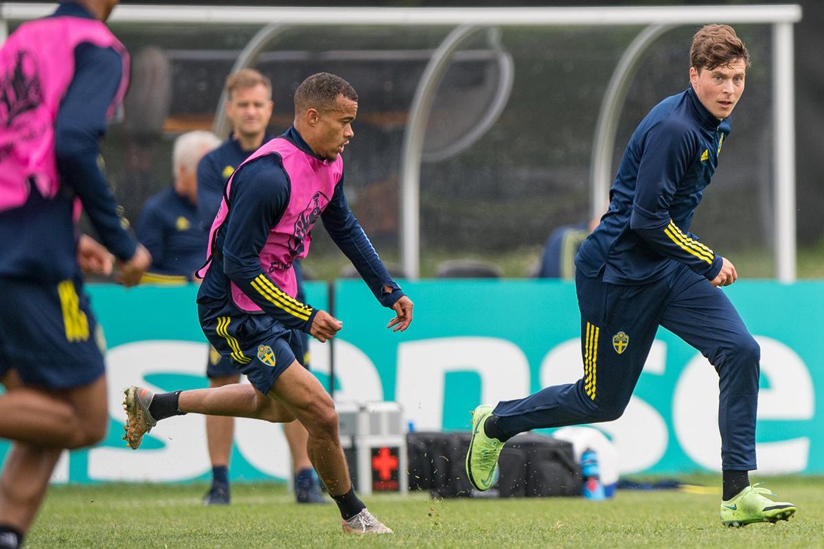Timnas Swedia menjelang melawan Polandia pada Piala Eropa 2020. Foto: Twitter/@svenskfotboll