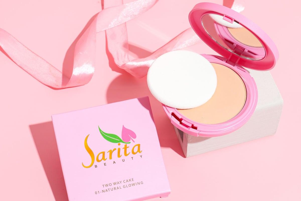 Two way cake Sarita Beauty Natural Glowing. Foto: Sarita Beauty/GenPI.co