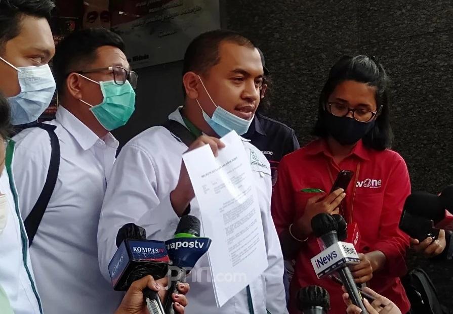 Hakim Beri Opsi Ampunan Presiden Jokowi, Aziz Yanuar: Embel-embel - Pengacara Habib Rizieq Shihab Aziz Yanuar (Foto: JPNN.com/GenPI.co)