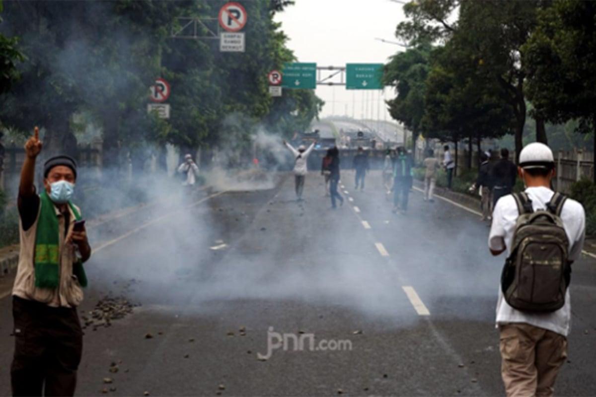 Massa Rizieq Vs Polisi Berbuntut Panjang, Pengamat: Sangat Arogan
