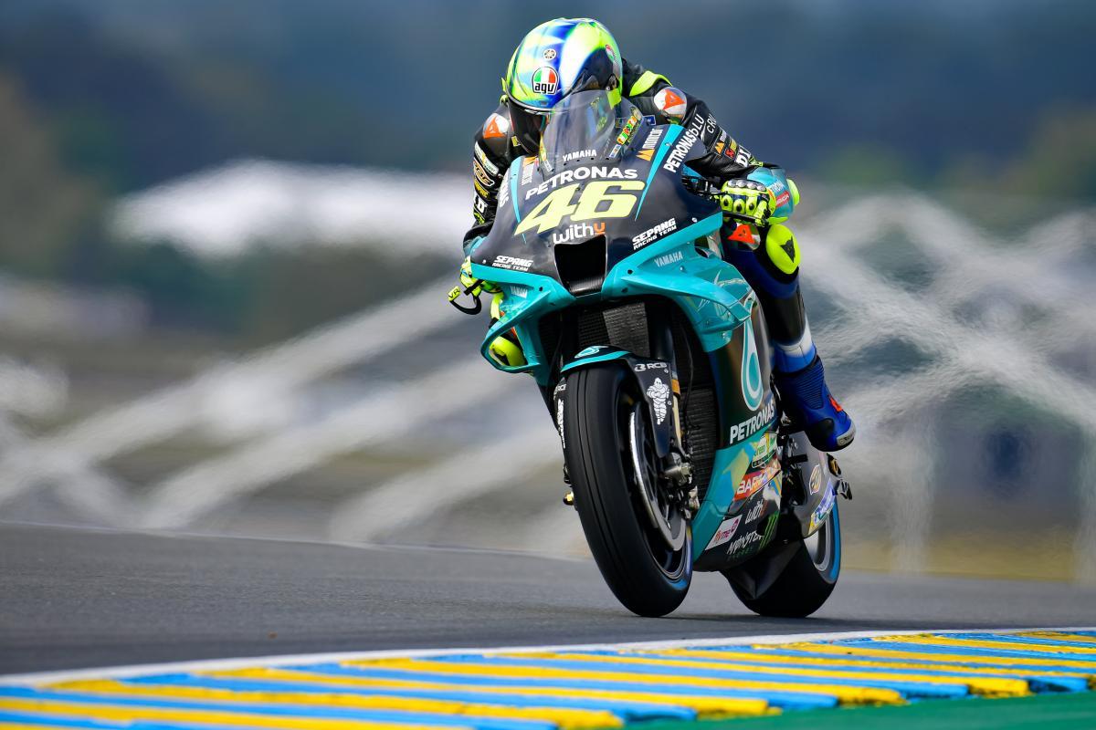 Pangeran Arab Saudi, Abdulaziz bin Abdullah Al Saud, memutuskan turun tangan terkait masa depan Valentino Rossi. (foto: MotoGP)