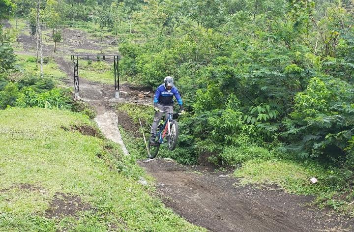 Menikmati Liburan Sekaligus Bersepeda di Wisata Gunung Galunggung
