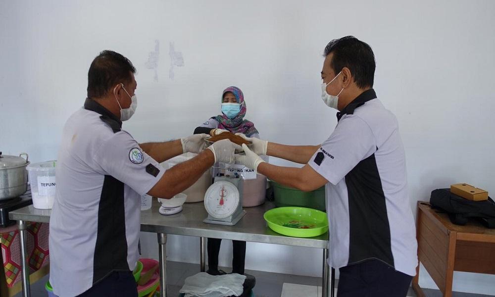 KKP Latih Masyarakat Produksi Pakan Ikan Mandiri