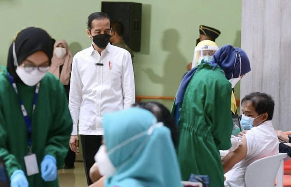 Jokowi Mencari Obat Antivirus di Apotek, Penjual: Kosong, Pak!