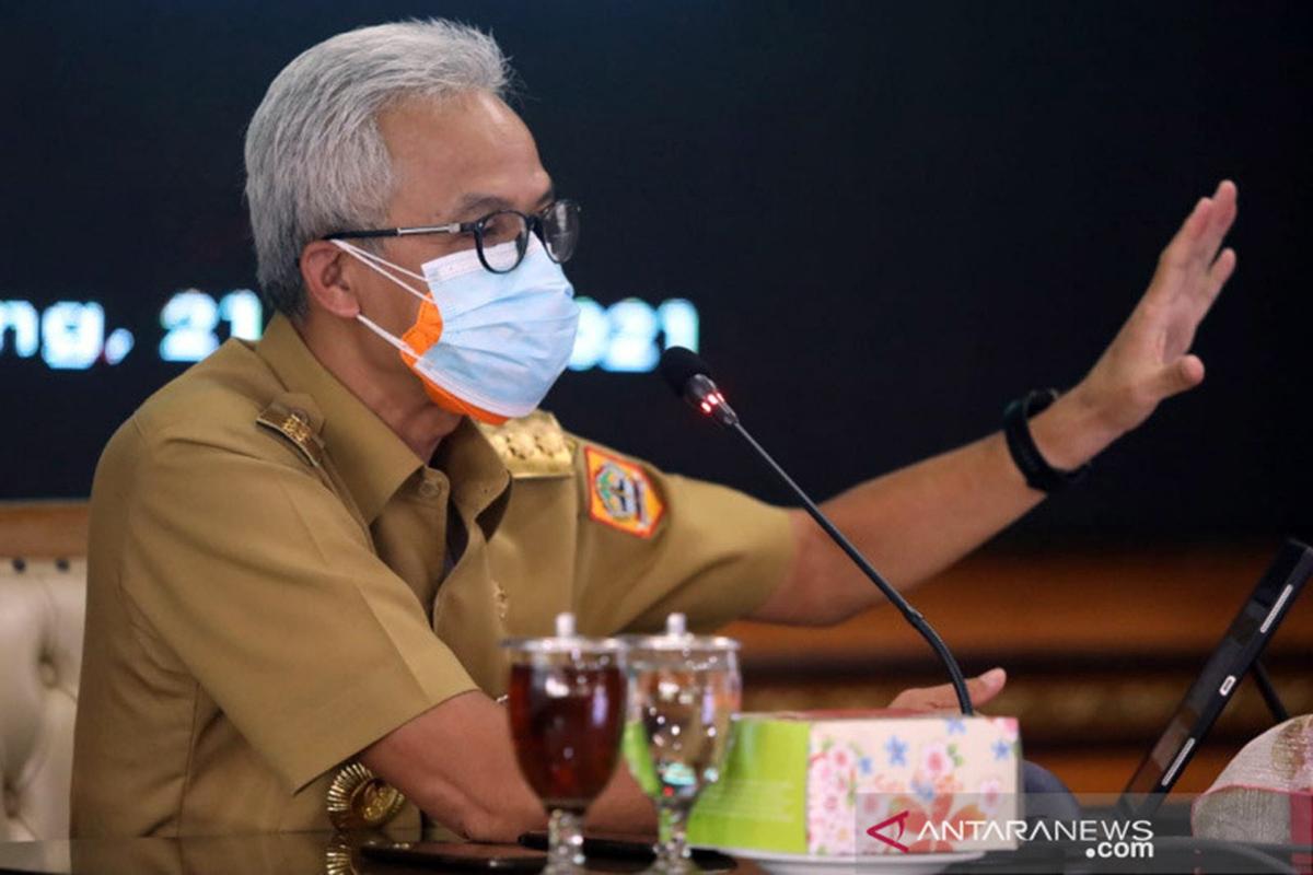 Gubernur Jawa Tengah Ganjar Pranowo saat memimpin rapat penanganan COVID-19 bersama seluruh kepala daerah se-Jateng secara daring, Senin (21/6/2021). (FOTO: ANTARA/HO-Humas Pemprov Jateng/am)