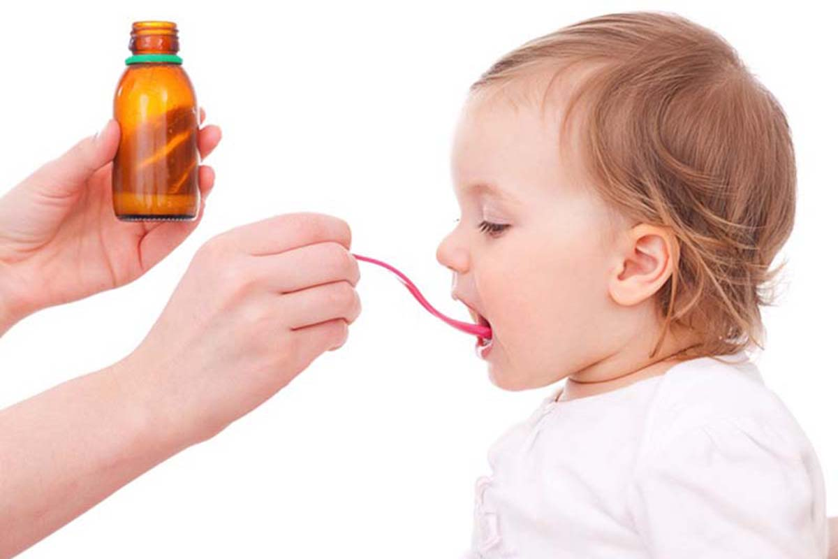 Ilustrasi memberi obat untuk anak. Foto: growingyourbaby.com