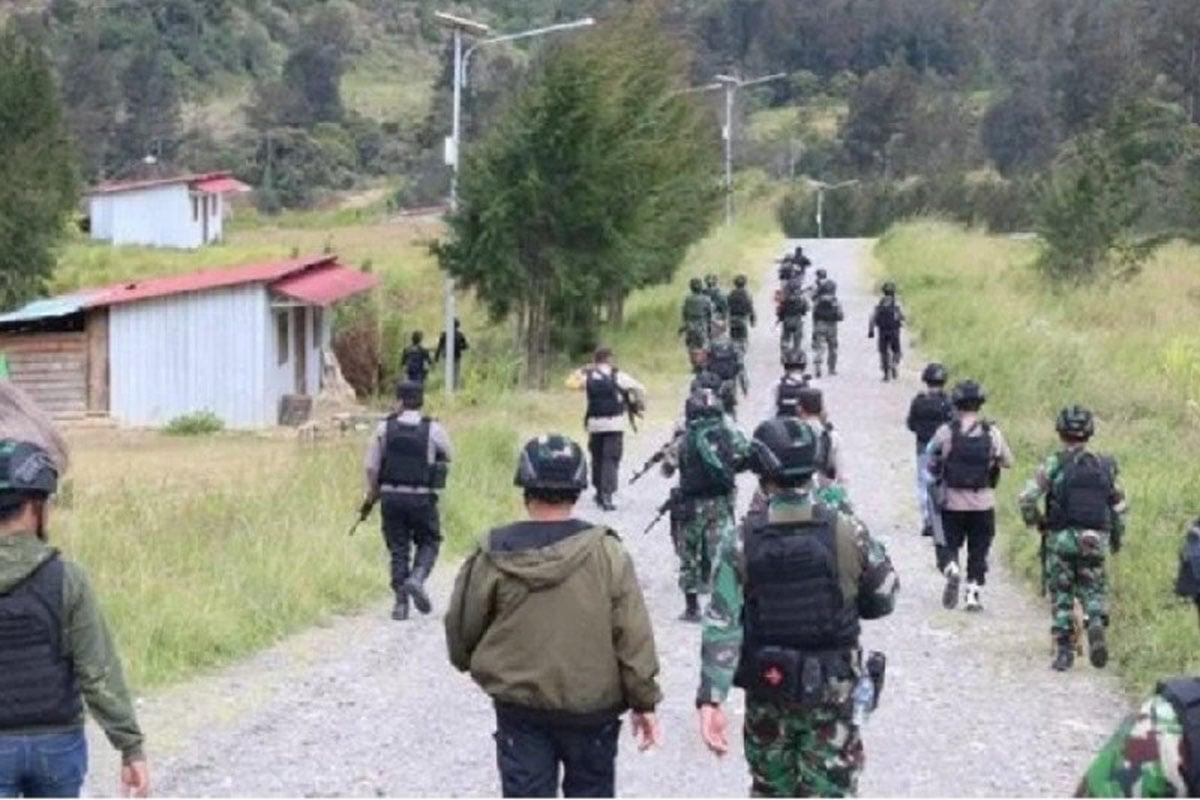 Ilustrasi pergerakan tim gabungan tentara dan polisi mengejar kelompok bersenjata di Beoga Kabupaten Puncak, Papua. (FOTO: ANTARA/HO-Satgas Humas Ops Nemangkawi)