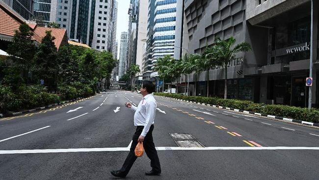 Ilustrsai suasana di sentral bisnis Singapura, 20 April 2021. (AFP/ROSLAN RAHMAN)