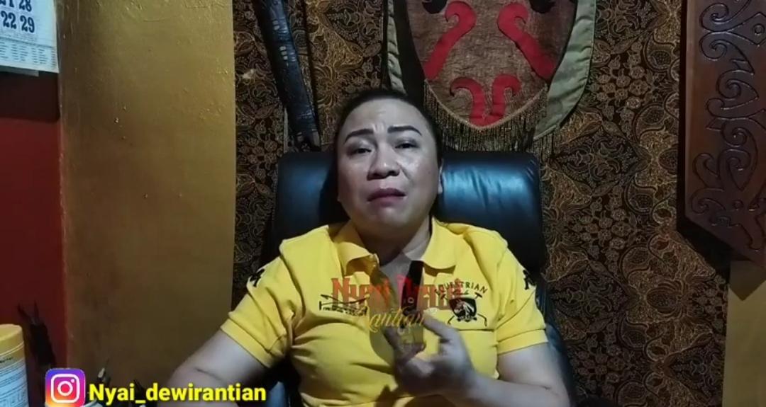 Paranormal asal Dayak, Nyai Dewi Rantian. Foto: YouTube/Nyai Dewi Rantian