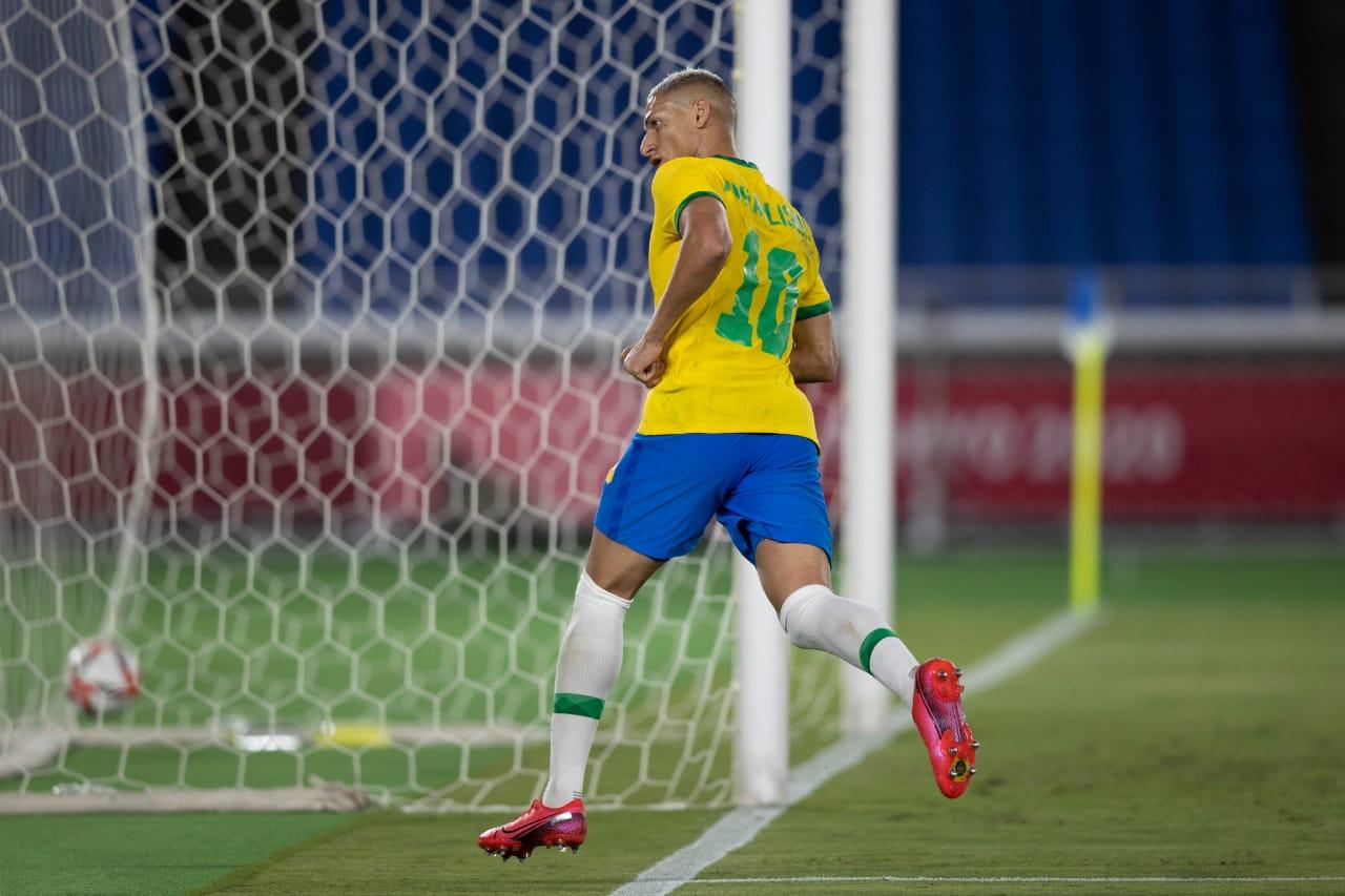 Penyerang mematikan milik Brasil, Richarlison, berhasil menggemparkan sejarah Olimpiade usai mencetak hattrick ke gawang Jerman. (foto: CBF_Futebol)