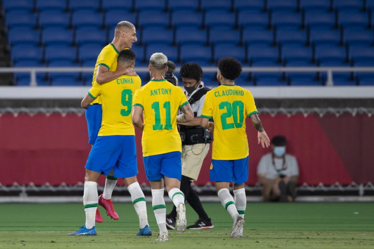 Richarlison mencetak hattrick saat Brasil menghajar Jerman habis-habisan di fase grup D Olimpiade Tokyo 2020. (foto: Twitter CBF Futebol)