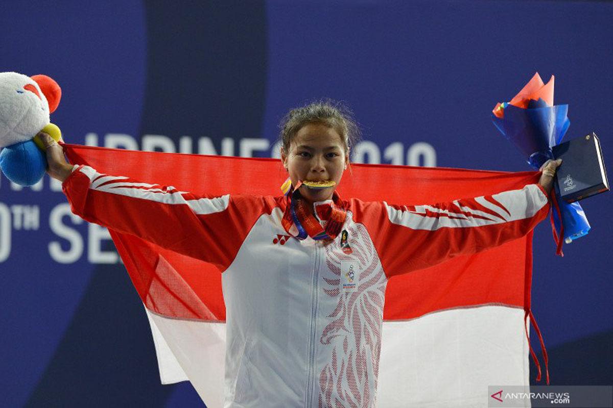 Mengharukan, Lifter Putri Indonesia Raih Medali Olimpiade Tokyo