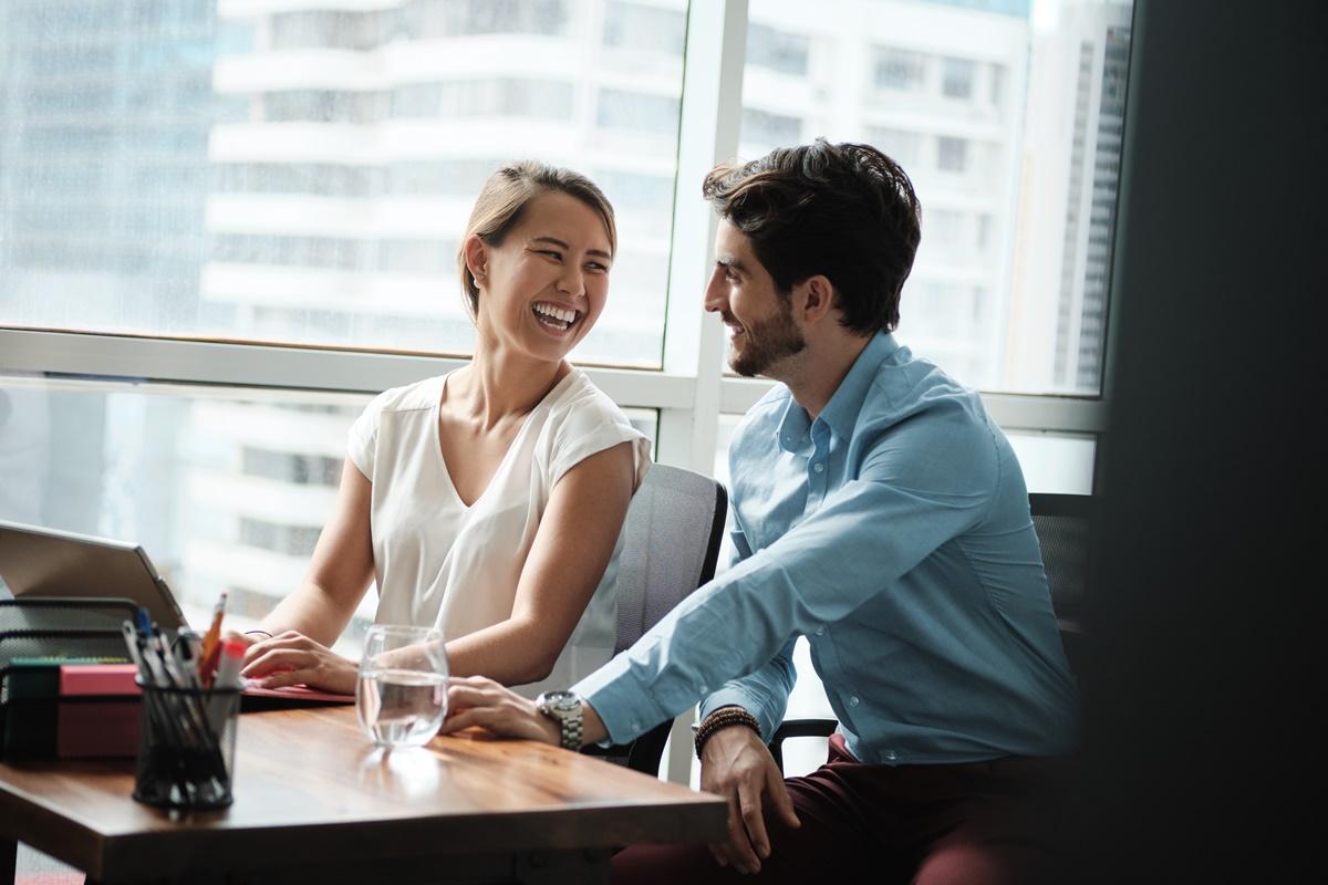 Pakar Bongkar 7 Tanda Keenakan Selingkuh dengan Rekan Kerja