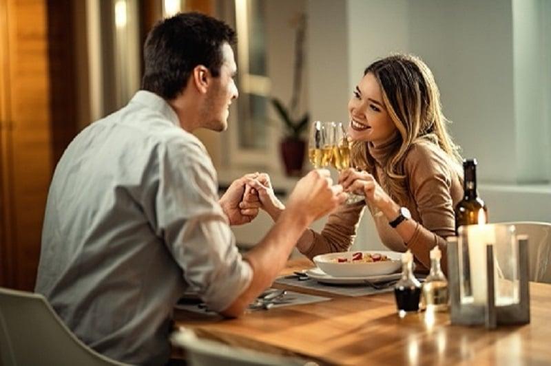 3 Ide Kencan Romantis Buat Suami Istri di Rumah, Murah dan Hemat