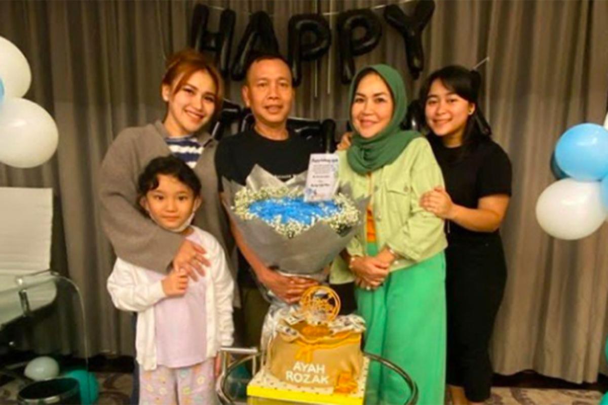 Anak Ayu Ting Ting Dihina, Pelakunya Diburu Sampai ke Singapura!