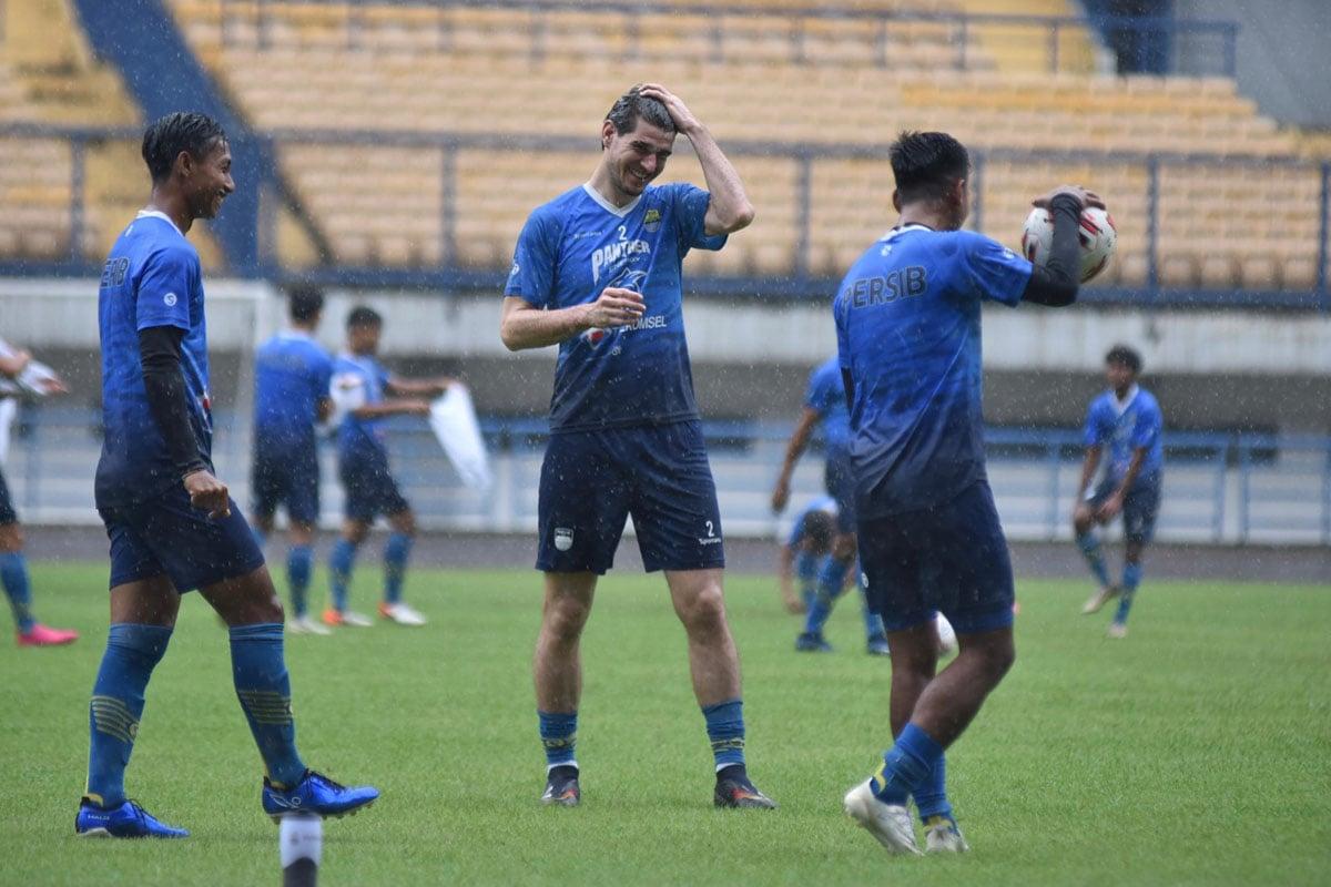 Digoda Klub Lain, Legiun Asing Persib Bandung Ini Ogah Hengkang