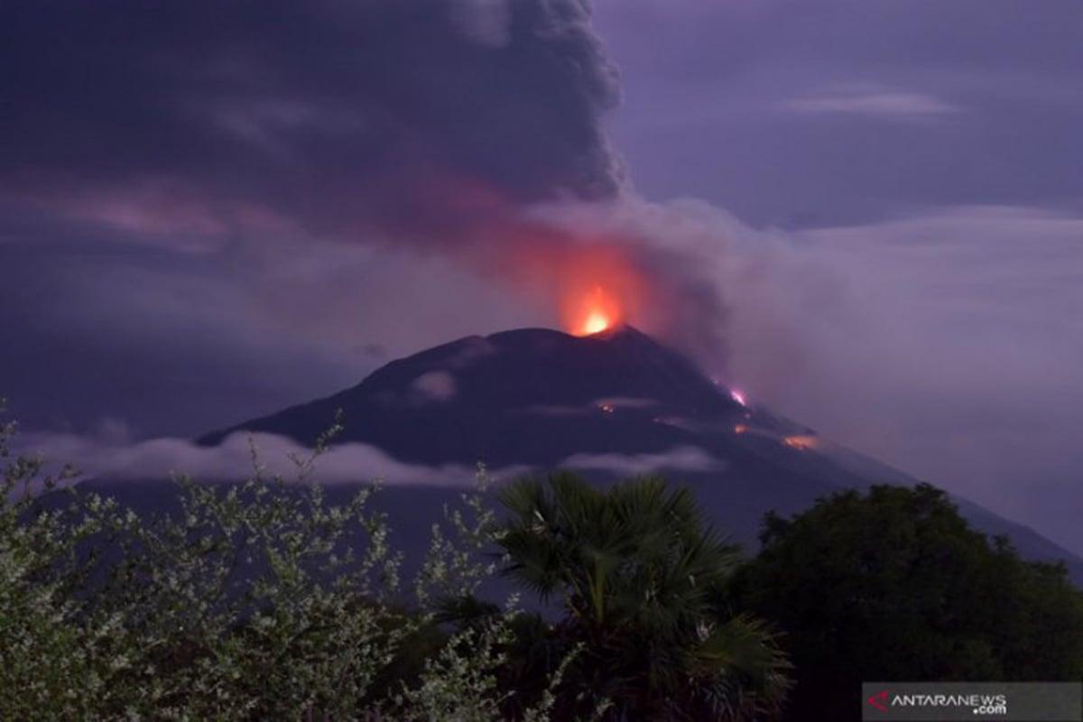 Gunung Lewotolok Erupsi, Hujan Abu Guyur 5 Desa