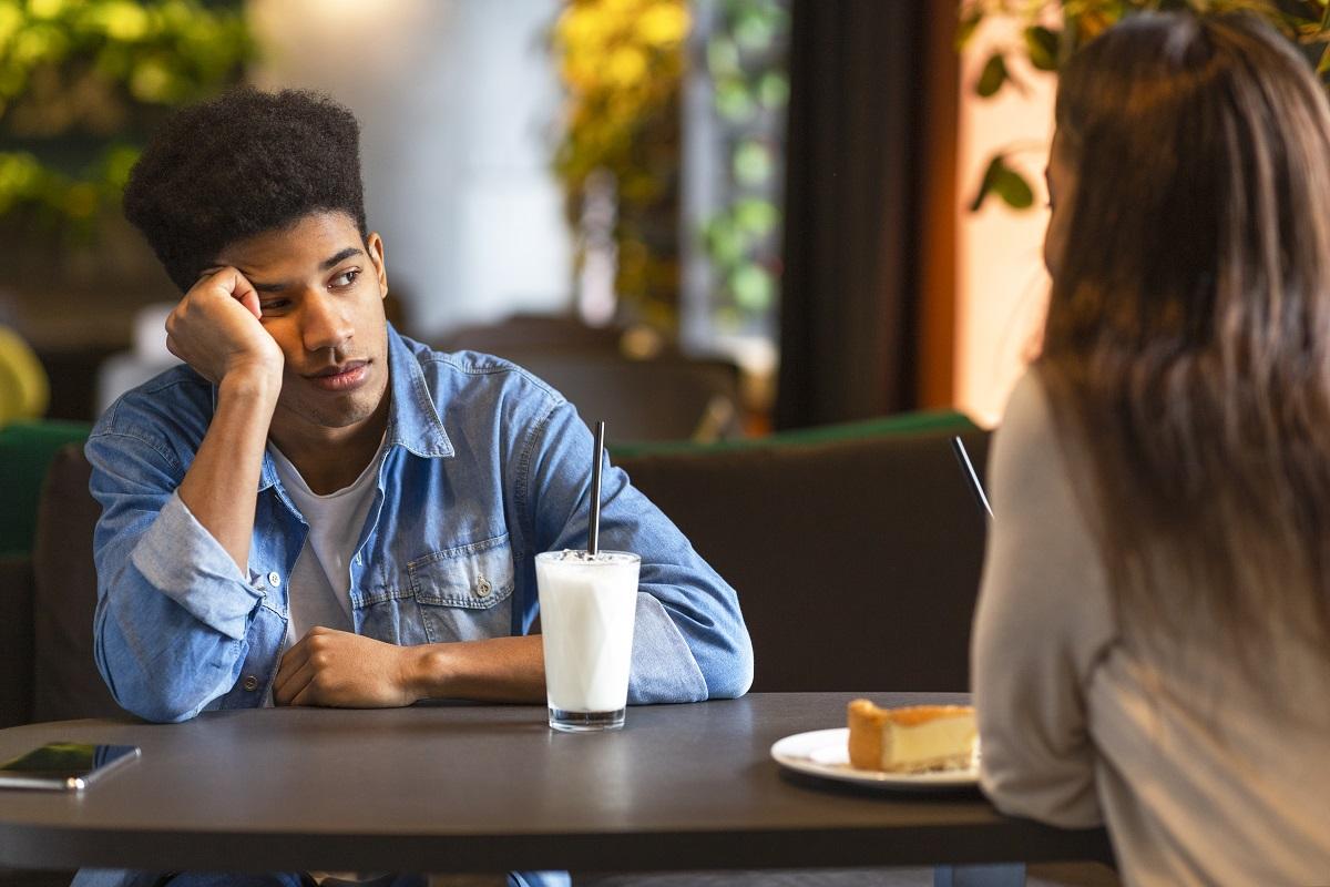 Saat Kamu Jenuh Sama Pasangan, Benarkah Hubungan Tak Lagi Cocok?