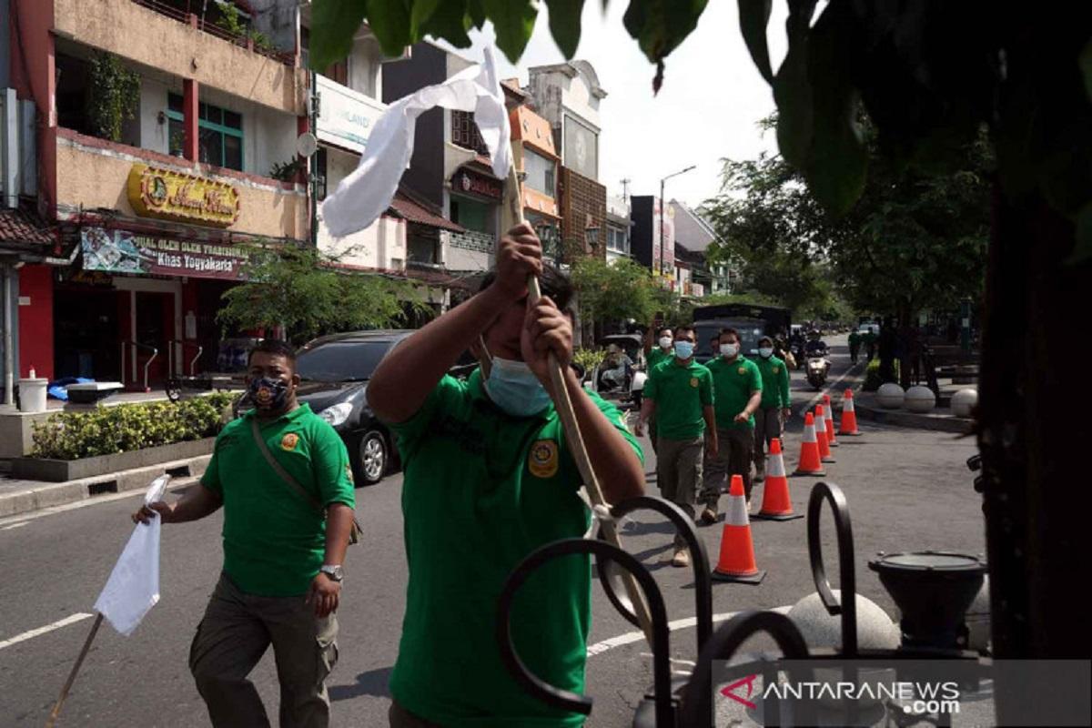 Duh, Warga Yogyakarta Kibarkan Bendera Putih