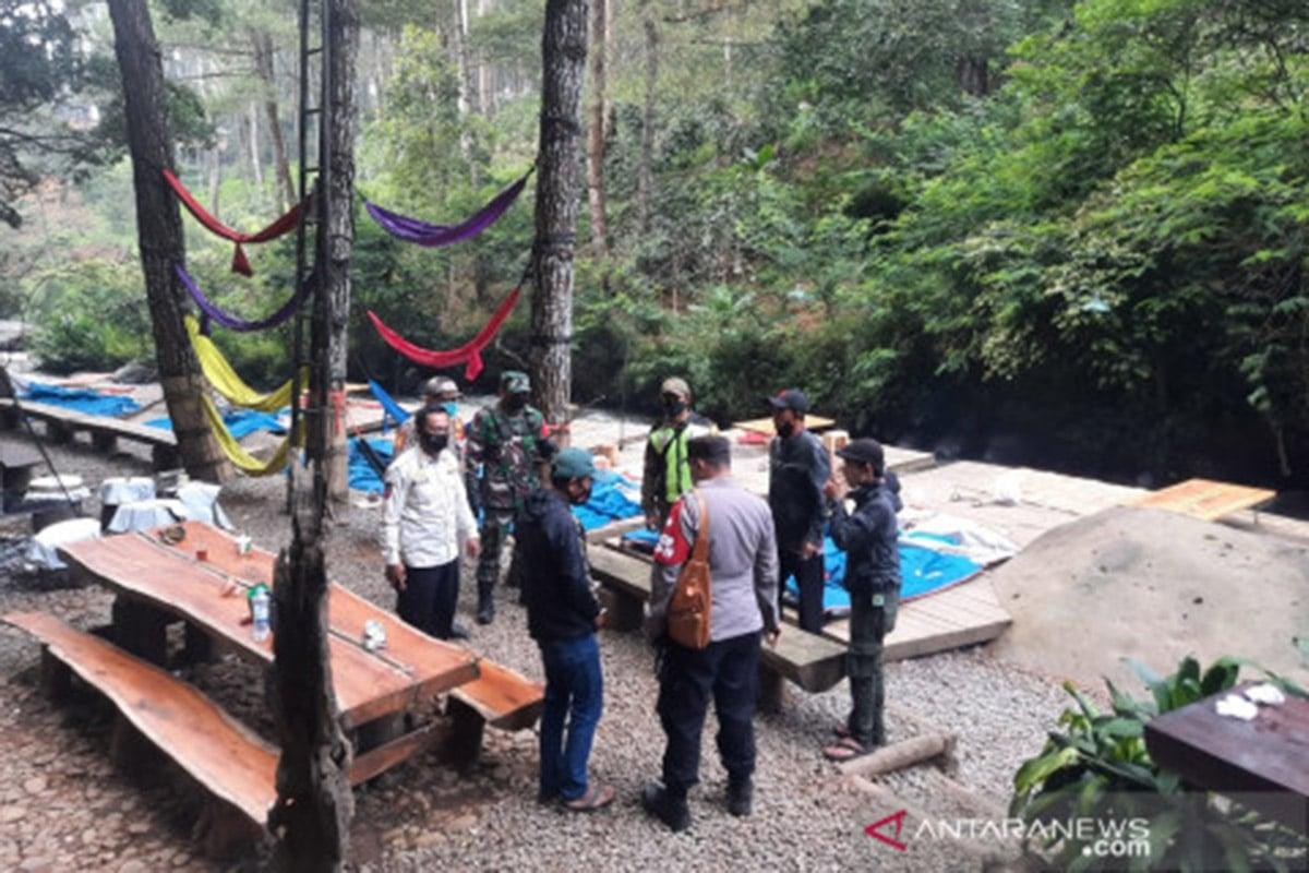 Membandel, Tenda Perkemahan Wisata Bandung Dibongkar Satgas