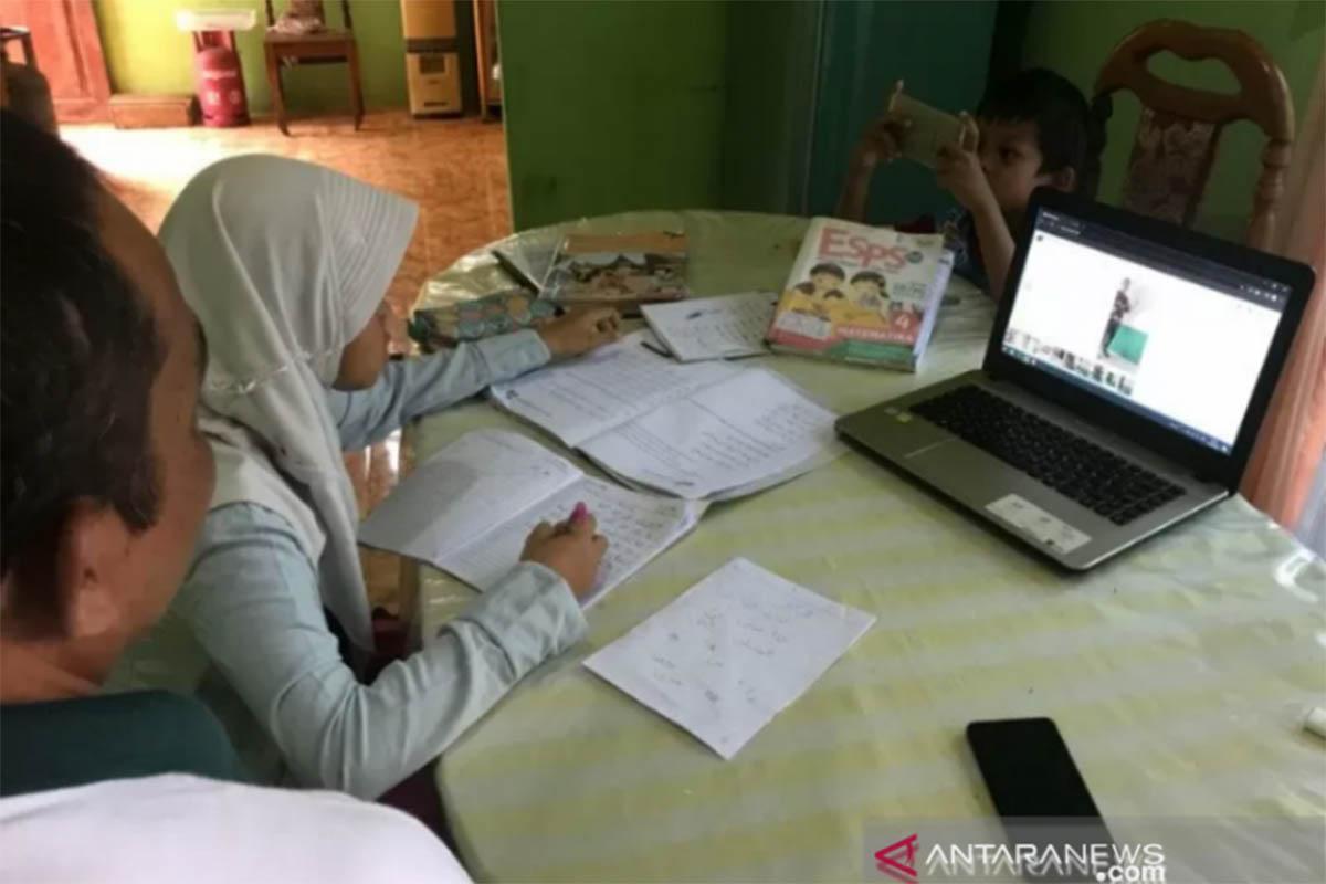Belajar Online, Sekolah Diimbau Tak Pungut Uang Seragam