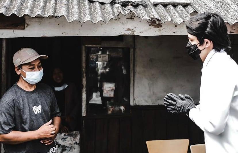 Digandeng Polri, Atta Halilintar Bagikan Sembako ke Korban PHK