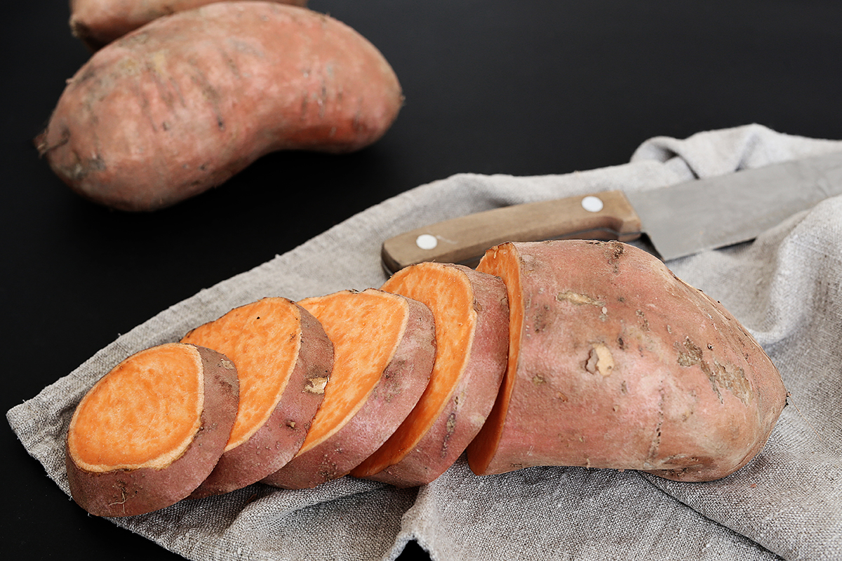 Sweet potato is one of the foods that can make facial skin tight and glowing.  Photo: Freepik