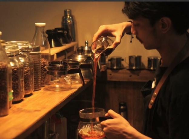 Fauzi Bangun Bisnis Coffee Shop Bareng Tante, Omzetnya Wow!