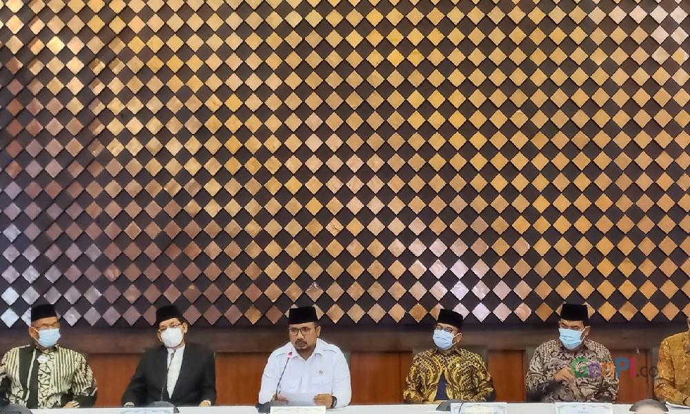 Menteri Agama Gus Yaqut saat jumpa pers soal jadwal Haji 2021. Foto: Chelsea Venda/GenPI.co.