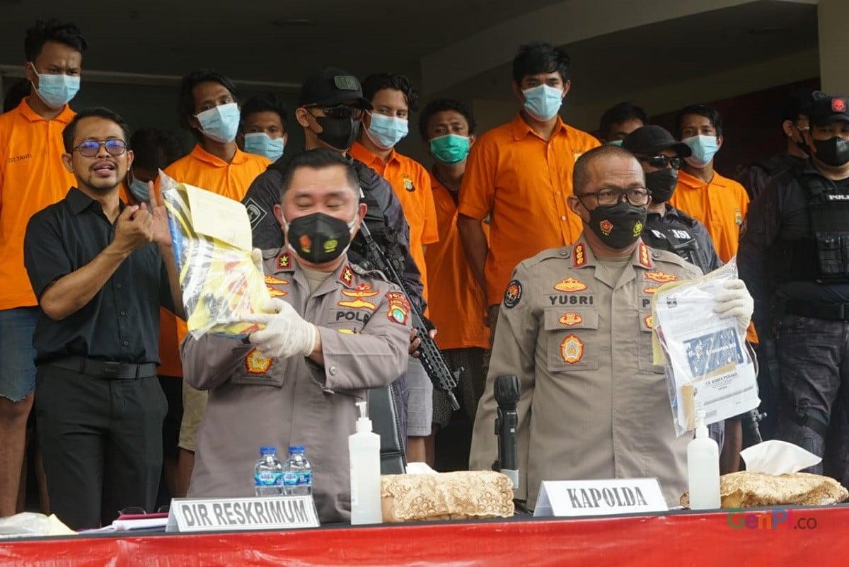Polisi Bongkar Barang Bukti Pungli, Jumlahnya Bikin Melongo (Foto: GenPI/Sapta Inong)