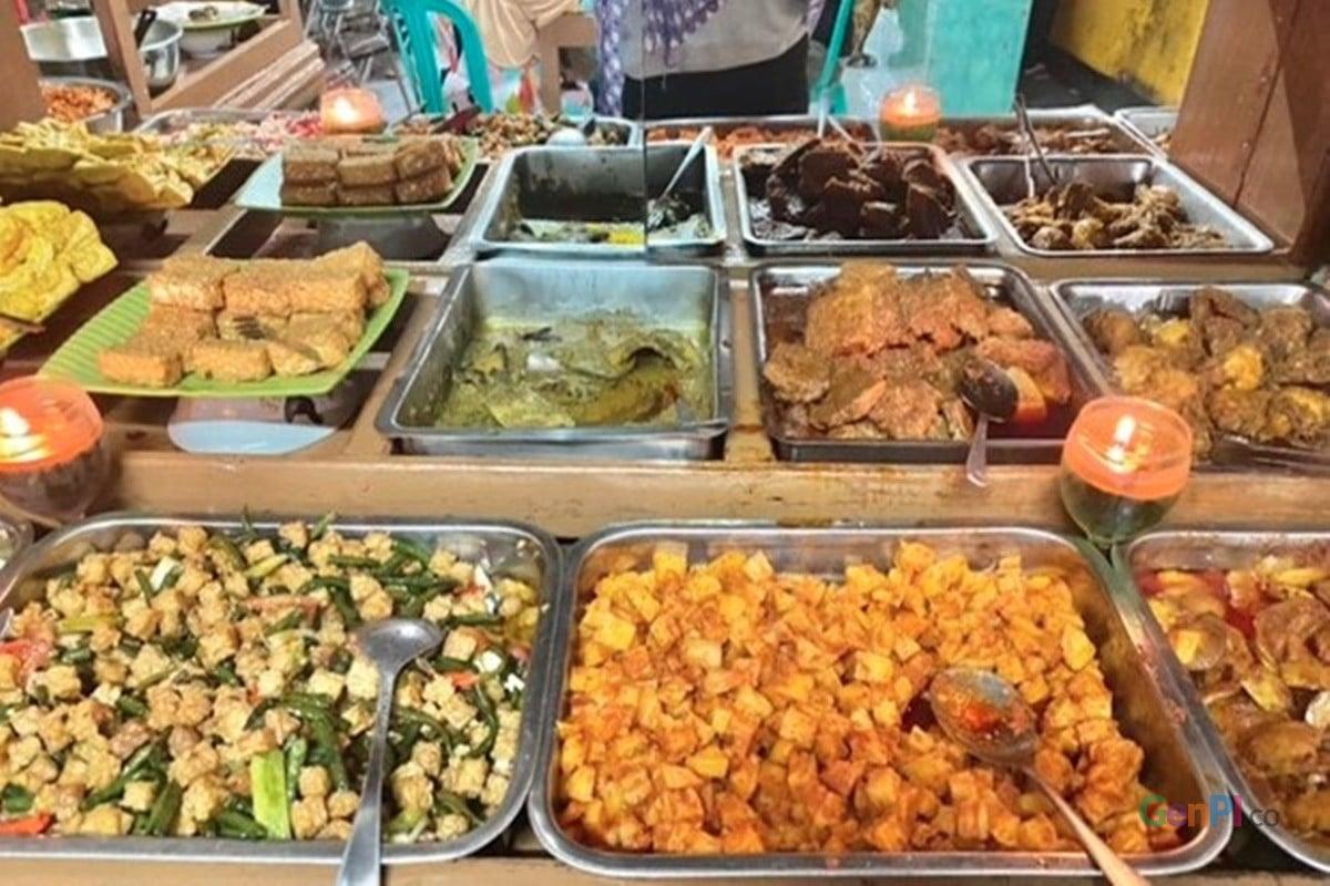 Aneka menu makanan di Rumah Makan Ibu Ugih di Nagreg, Limbangan, Jawa Barat (foto: Annissa Nur Janna/GenPI.co)