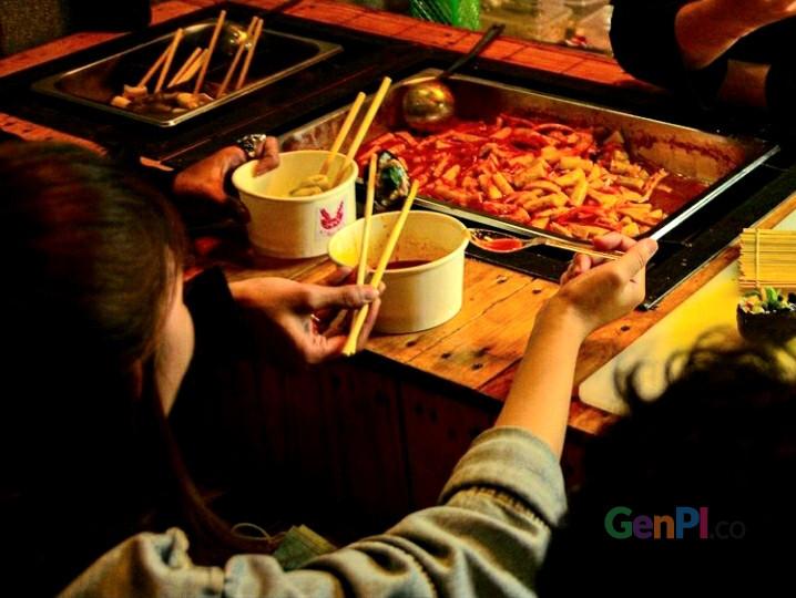 Kedai Kerochi menyajikan jajanan Korea Selatan yang berlokasi di wilayah Tangerang Selatan.