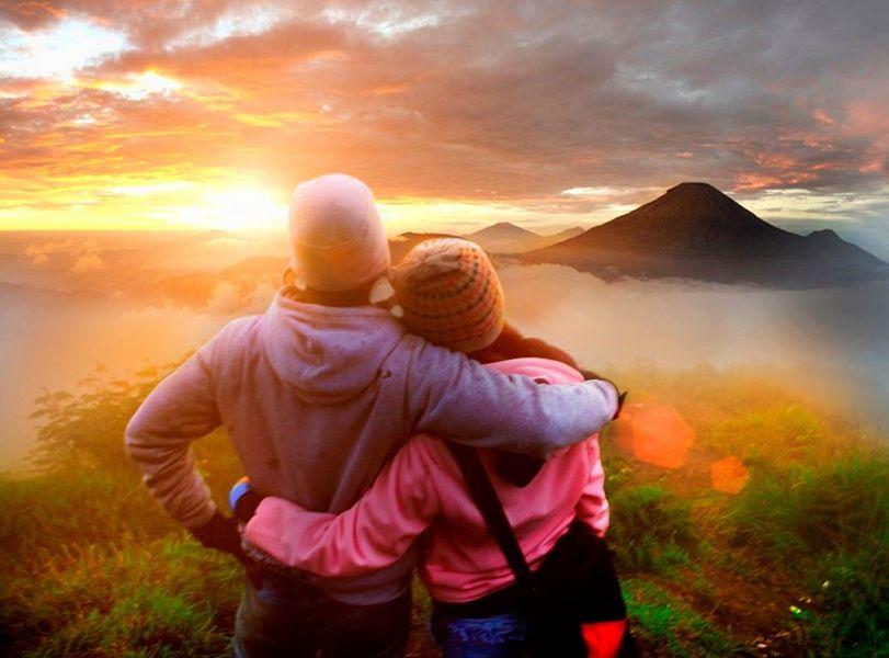 Pilih Ke Gunung Atau Pantai Saat Travelling Bareng Pasangan