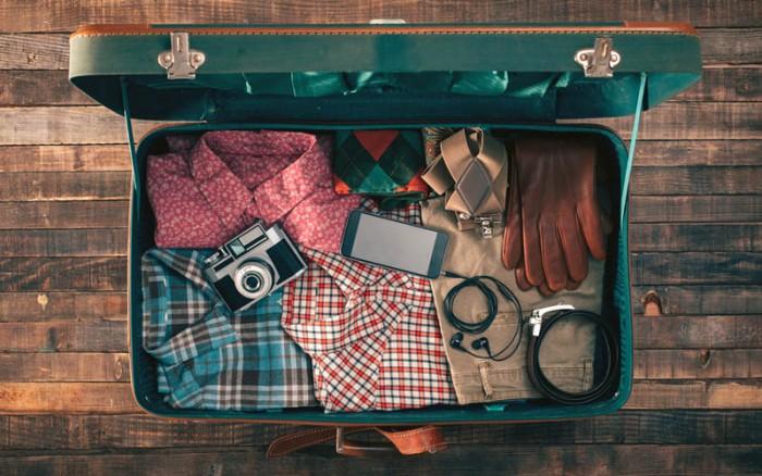 Barang yang wajib dibawa saat pergi travelling?