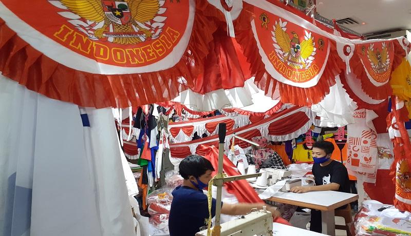 Pedagang Bendera Merah Putih Menangis, Penjualan Lesu