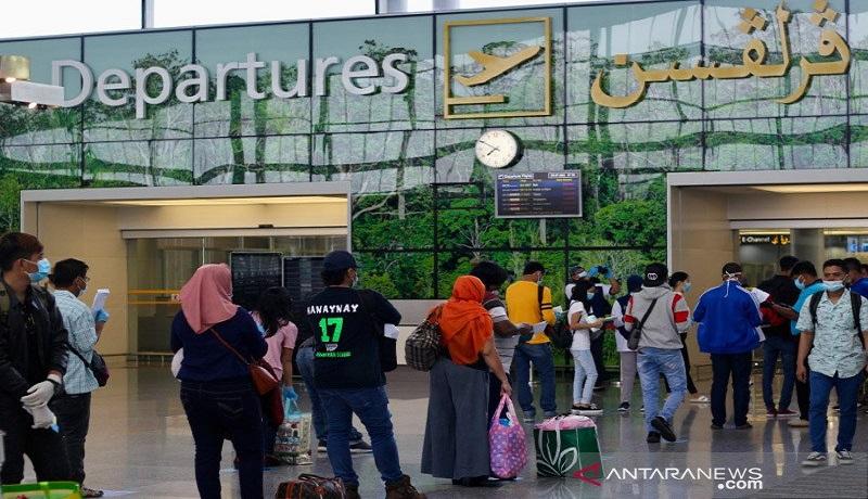 Di tengah pandemi, para pekerja migran WNI di Brunei Darussalam kembali ke Indonesia dengan penerbangan khusus dari Bandar Seri Begawan. Foto: Antara