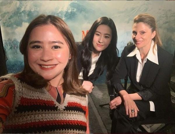 Hebat! Prilly Latuconsina Wawancarai Pemeran Film 'Mulan'